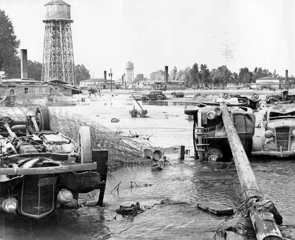 Vanport_flood_overturned_cars