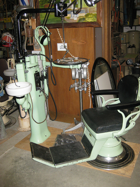 Old Barber Chairs >> STUMPTOWNBLOGGER: OLD SCHOOL DENTIST CHAIR & A DARK ...