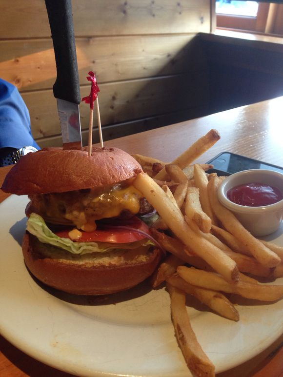 GLUTEN FREE BURGER IN CANNON BEACH OREGON