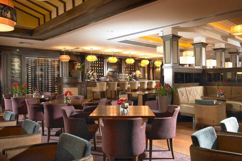 Cork-tree-restaurant-elm-tree-02_54_990x660_201404221134