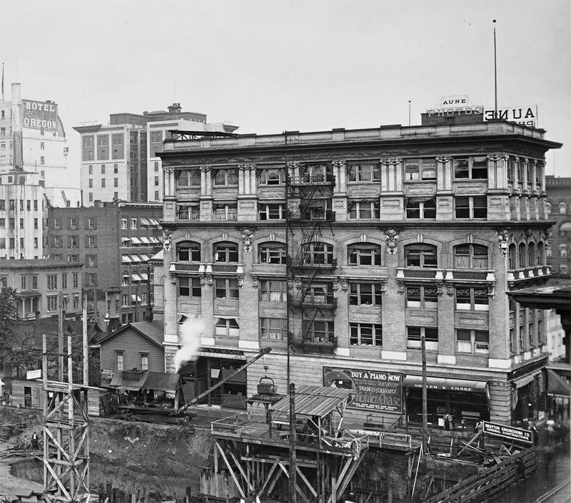Columbia-building-1913