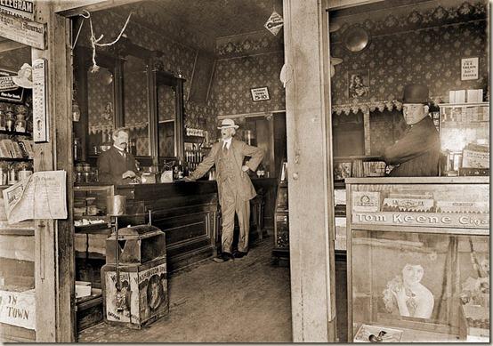 Portland_cigar_store_interior-AROUND-1900S_thumb