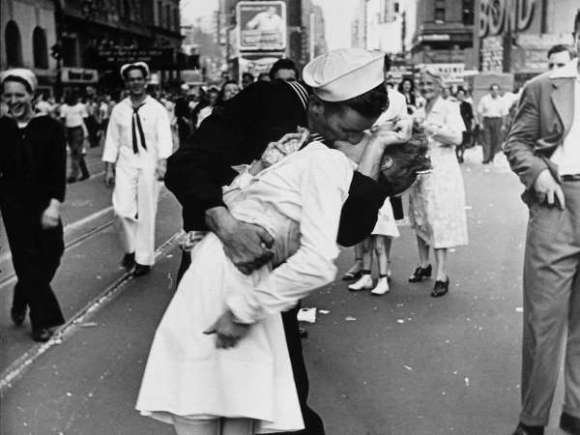 THE KISS THAT WENT AROUND THE WORLD