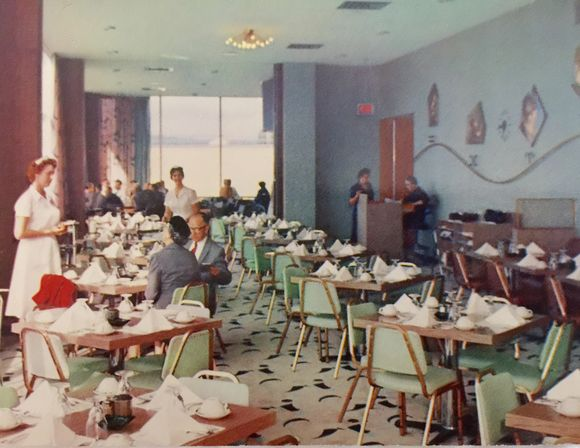 PORTLAND AIRPORT DINING ROOM