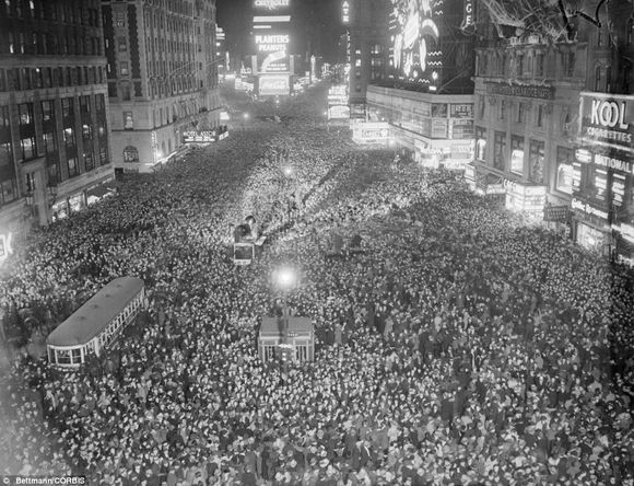 TIMES SQUARE WHEN CROWDS WERE SAFE