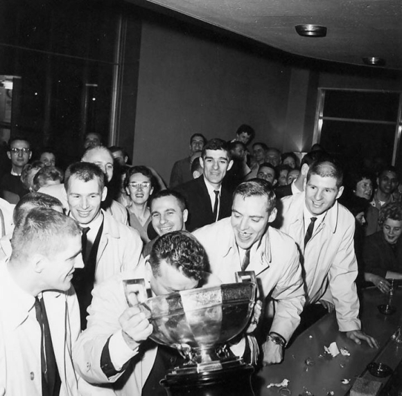 GORDIE FASHOWAY KISSING THE CUP