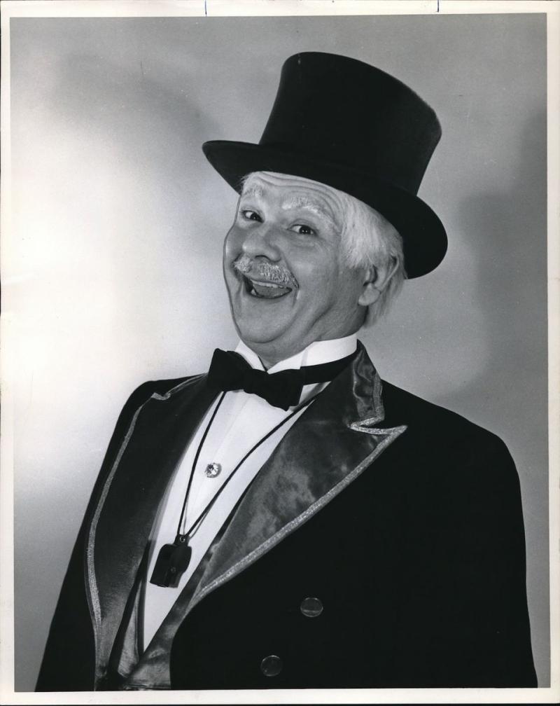 1965-press-photo-mark-kincaid-mr-duffys-cartoon-circus-1b9133448f84bef1